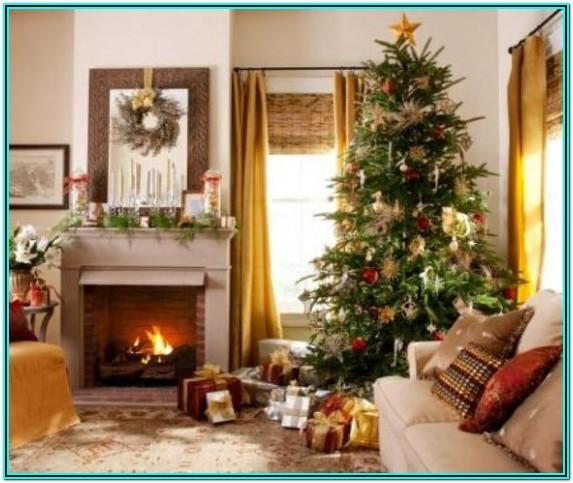 Living Room Decorated For Xmas